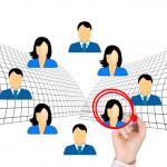 Logo recrutement avec visage d'hommes et de femmes